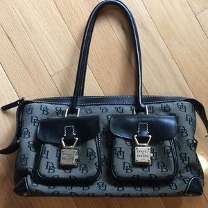 Dooneyand Bourke zip top logo purse.Black